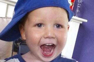 """A 3 anni muore picchiato dal fidanzato della madre: """"Botte tanto forti da rompergli l'intestino"""""""