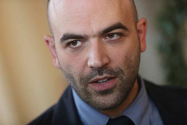 """Roberto Saviano contro Matteo Salvini Mondragone chiedi perdono"""""""