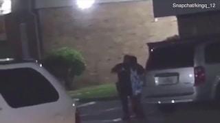 """Urla """"sono incinta"""" al poliziotto: lui spara e la uccide. La tragica scena in un video virale"""
