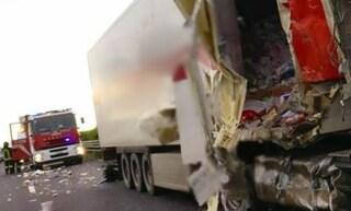 Tamponamento tra quattro tir tra Villesse e Palmanova in A4: un morto e un ferito grave