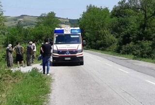 Cesena, cammina sul ciglio della strada con la fidanzata: investito e ucciso da un anziano