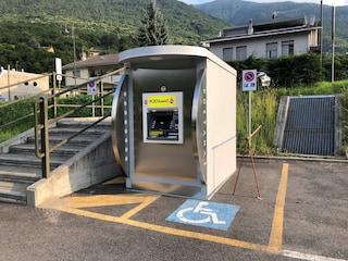 Quando a occupare il parcheggio disabili è un... postamat: surreale abuso in Valtellina