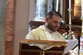 Cosenza, shock durante la messa: prete beve dal calice e vomita, avvelenato con candeggina