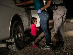 """Crying girl on the border"" del fotografo americano John Moore."