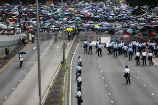 Hong Kong, per le autorità è rivolta: sospesa discussione su legge di estradizione in Cina