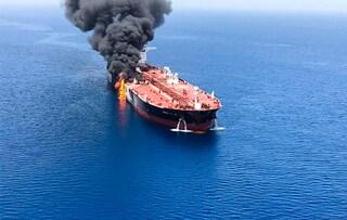 """Attacco a petroliere nel Golfo dell'Oman, tensione Iran-Usa: """"Accuse infondate"""""""