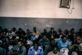 """""""Siamo abbandonati qui. Non possiamo tornare indietro e nessuno ci vuole"""": i racconti dalla Libia"""