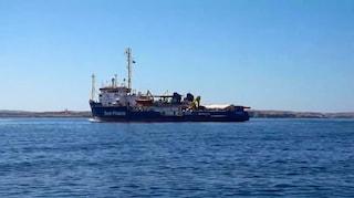 Sea Watch: nuova notte in mare davanti Lampedusa per i migranti, è stallo