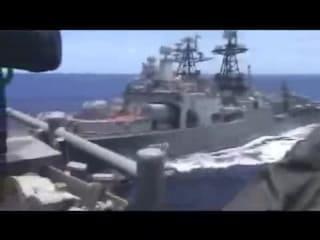 Collisione sfiorata tra navi da guerra Russia-Usa: scontro evitato per pochi metri