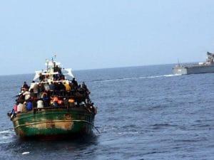 Dal barcone dei migranti spunta un italiano, lo strano rientro in Italia di un imprenditore molisano