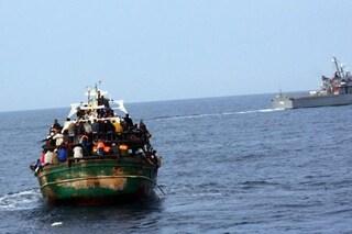 """Migranti, l'allarme di Alarm Phone: """"Scomparsa una barca con 45 persone, temiamo il peggio"""""""
