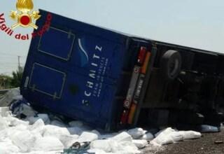 Incidente sull'A1: muore camionista tra Parma e Campegine, rallentamenti a causa di curiosi