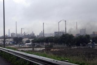 """Ilva di Taranto, i dati sull'inquinamento: """"Mortalità in eccesso e sempre più bimbi malformati"""""""