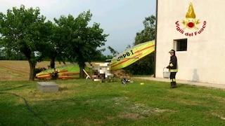 Venezia, deltaplano precipita nel giardino di una casa: morto il pilota