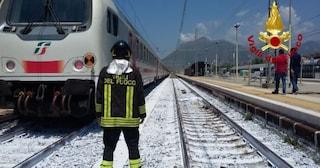 Dramma sui binari della linea Venezia e Udine, si stende mentre arriva il treno: investito e ucciso