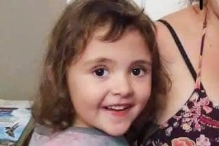 """Bimba di 5 anni scomparsa è trovata morta in un bosco dopo giorni di ricerche: """"È stato lo zio"""""""