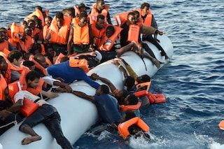 "Sea Watch, l'Unione europea: ""La nave non deve riportare i migranti in Libia"""