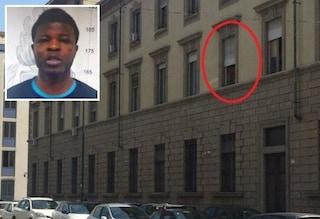 Torino, accusato di stupro si lancia dalla finestra della questura e fugge durante l'interrogatorio