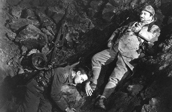 Un'altra scena tratta dal film del 1930.