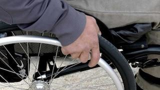 Sardegna. In sedia a rotelle scivola dal porticciolo: muore un'anziana di 85 anni