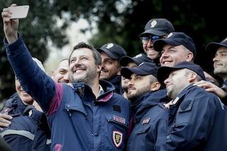 """Poliziotti contro Matteo Salvini: """"Tanti bei discorsi ma siamo senza contratto da 5 mesi"""""""