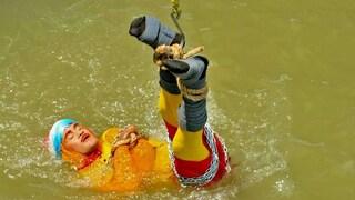 Il mago Mandrake si butta nel fiume con mani e piedi legati per imitare Houdini: ritrovato morto