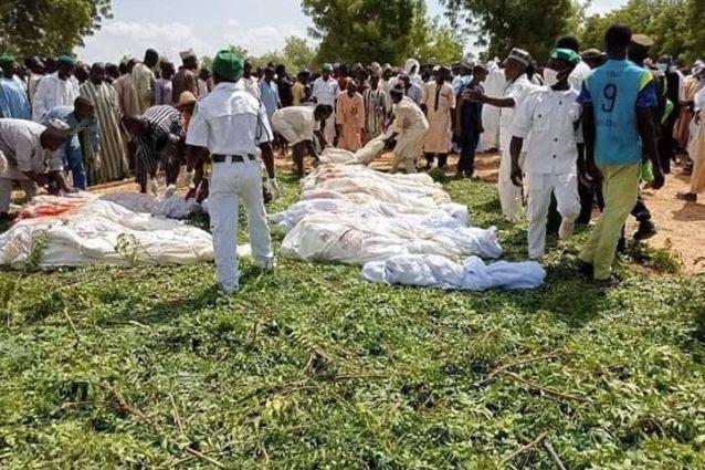 Alcune delle vittime del massacro compiuto da bande di banditi a Sokoto, nel nord–ovest della Nigeria