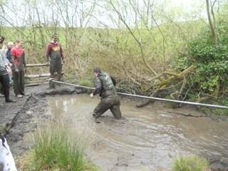Regno Unito. Si sente male durante il percorso avventura: 14enne muore annegato nel fango