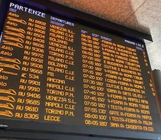 Treni, incendia cabina elettrica dell'Alta Velocità, Italia spaccata in due. Ritardi fino a 4 ore