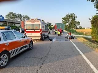 Piacenza. Si schianta contro la ruota di un trattore, muore motociclista: padre di una pattinatrice