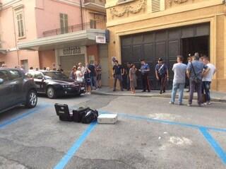Sangue a Cuneo. Uccide negoziante, poi si suicida sparandosi in bocca