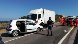 Incidente Castelsardo, scontro tra auto in provincia di Sassari: morto 27enne, ferita una bimba