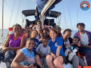 Nave Alex bloccata al limite delle acque territoriali italiane, Malta si offre per lo sbarco