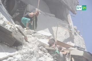 Week-end di terrore in Siria, strage di civili: la metà erano bambini. E il mondo tace