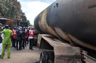 """Esplode autocisterna in Nigeria, 45 morti: """"Tentavano di rubare la benzina che fuoriusciva"""""""