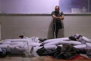 I cadaveri di 7 bimbi sotto blocchi di ghiaccio per non farli decomporre: l'estate in Siria