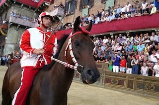 Palio di Siena, trionfa la Contrada della Giraffa al fotofinish sulla Chiocciola