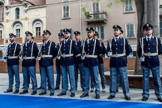 Sondaggi politici, italiani si fidano solo delle forze dell'ordine: in coda sindacati e Parlamento