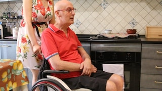 """L'appello di Giovanni: """"Ho la sclerosi e sono chiuso in casa perché mi hanno vietato il montascale"""""""