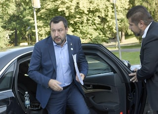 """Migranti, Salvini scrive al governo francese: """"Italia non è più campo profughi dell'Ue"""""""