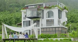 Migliori amiche da 20 anni, 7 donne hanno comprato una villa per invecchiare insieme