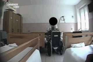 Cuneo, maltrattamenti su anziani: 3 operatori della casa di riposo incastrati da telecamere