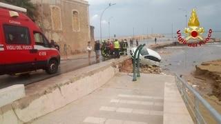 Maltempo, bomba d'acqua su Avola: allagamenti e auto trascinate in mare dal nubifragio