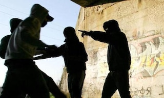 Jesolo, spedizione punitiva: baby gang di 30 ragazzi contro 3 bagnini, umiliati e picchiati
