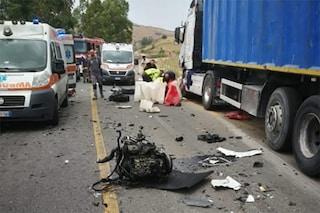 Incidente tra Baucina e Villafrati, scontro tra auto e camion: morto 22enne, 4 feriti