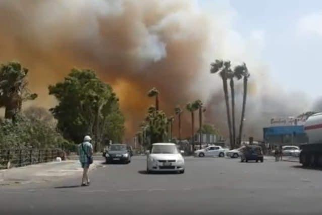 Incendio a Catania (Twitter).