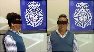 Sotto al parrucchino nasconde mezzo chilo di cocaina: 65enne in manette a Barcellona