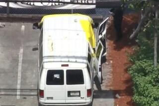 """Bimbo di 2 anni trovato morto in un van nel parcheggio dell'asilo: """"Lasciato ore sotto al sole"""""""