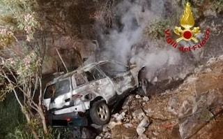 Pauroso incidente a Domusnovas, auto vola per 5 metri e prende fuoco: un ferito gravissimo