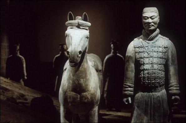 Oltre agli 8 mila soldati, l'esercito è composto da cavalli: ne sono stati rinvenuti centinaia.